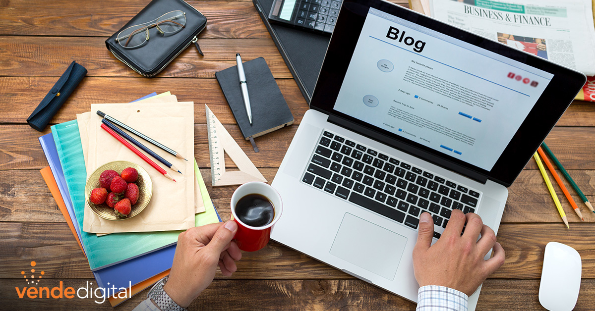 A man who works on his blog on a laptop | B2B Blogging Tips